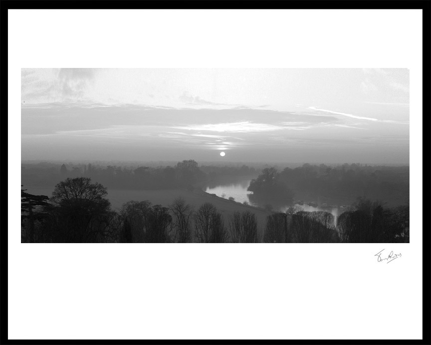 'the view of richmond hill in black and white'